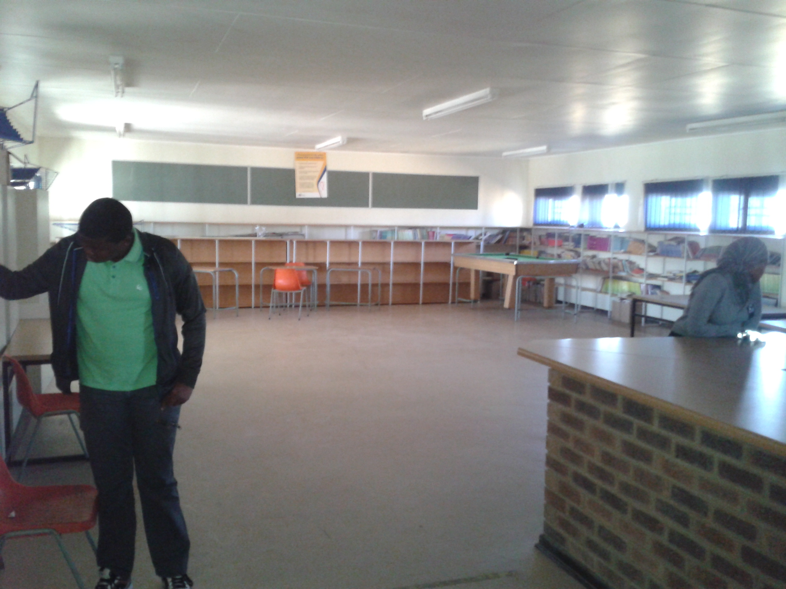 Tembisa Tsosoloso Ya Afrika Secondary School needs books for library